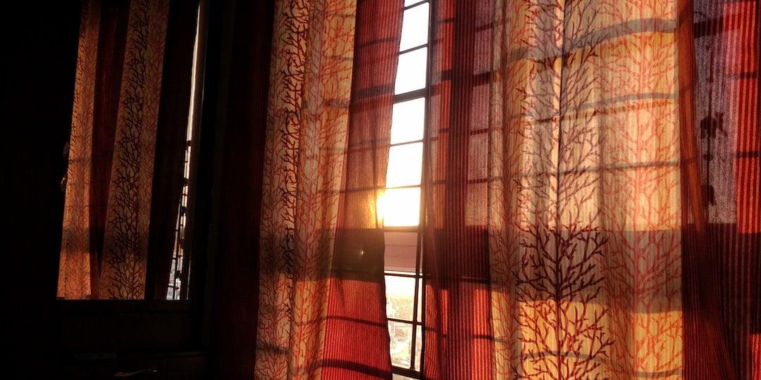 Aybel Textielverf FAQ Gordijnen verven kumar-vivek-Jr2R34JqhTA-unsplash
